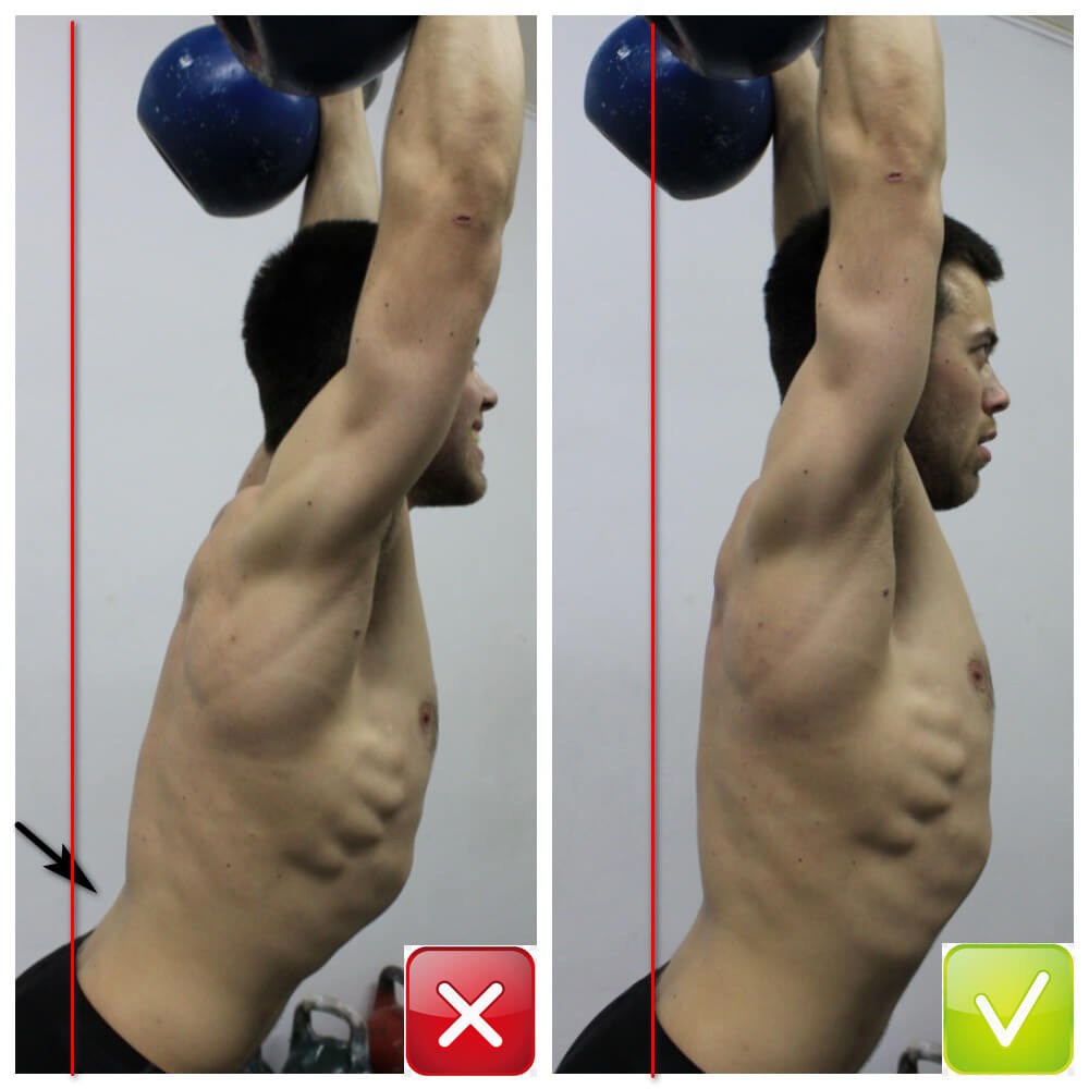 Влияние плохой растяжимости мышц и постуральных нарушений на позицию оверхэд. Стрелка указывает на чрезмерный прогиб в пояснице